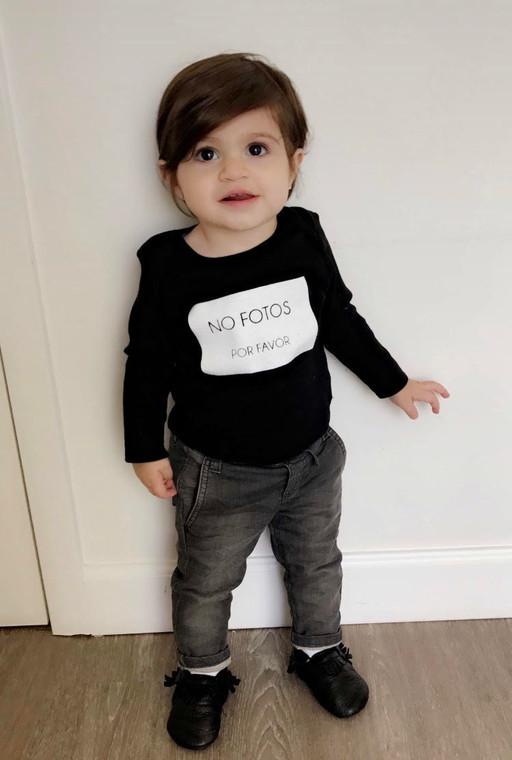 BABY 'NO FOTOS POR FAVOR' Black Tee