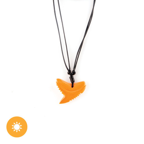 Color-Changing Necklace - Shark Tooth - White to Orange