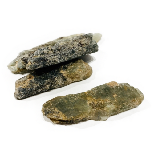 Green Kyanite: Heart chakra. Assists in helping one discern truth.