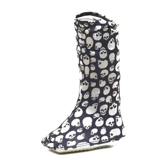 Skulls on a boot!  Do we need to say more?  :)  Happy Halloween, Day of the Dead or ???