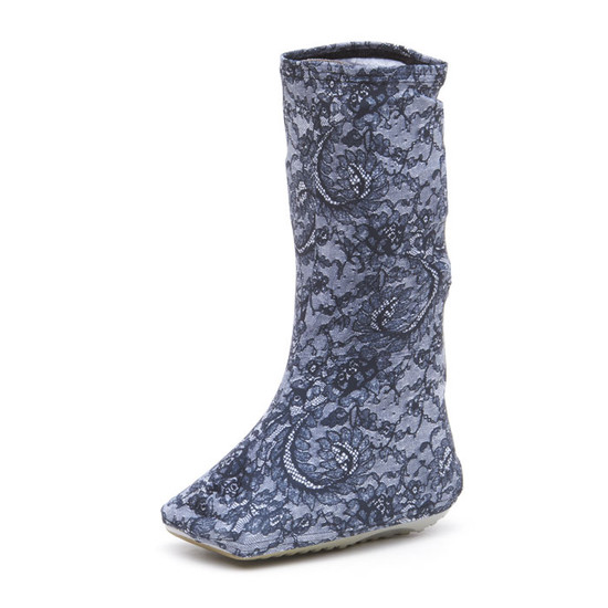 Evening Lace is one of our most popular fabrics.  This is a black and gray lace-look on a soft grey background.  Very pretty.  Some have even described it as racy!  LOL!  If a boot cover can be accomplish that, we did it!  :) Some monitors may (incorrectly) display blue tones.