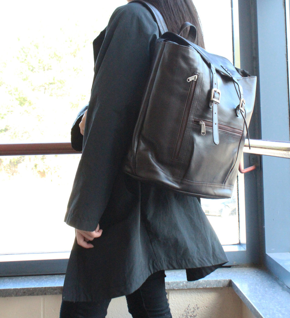 Ashlin® DESIGNER | JESSY Zippered Compartment Backpack B8145-18-02 MODEL 1