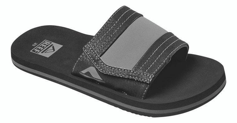 With a broad, padded and adjustable strap, these boys' sandals suggest the kind of effortless style some people spend a lifetime trying to get. Their contoured footbed and featherlight, high density outsole maximize durability and comfort.