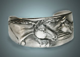 Horse bracelets, Two Horses narrow cuff bracelet in silver-pewter handmade by the artist USA