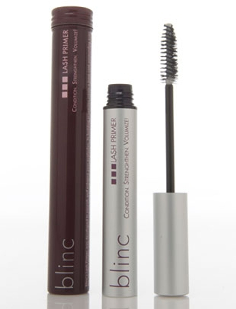 Blinc lash primer was developed to nourish and enhance eyelashes, creating a base of incredible volume and length thatamplifies your mascara's effect. Apply as many coats as desired, waiting 30 seconds between each coat, before applyingmascara or going to bed. It removes automatically along with your mascara or on its own with lots of warm water.