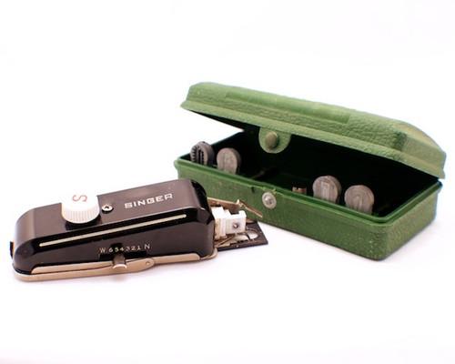 Vintage Singer Template-based Buttonholer, Simanco 160506
