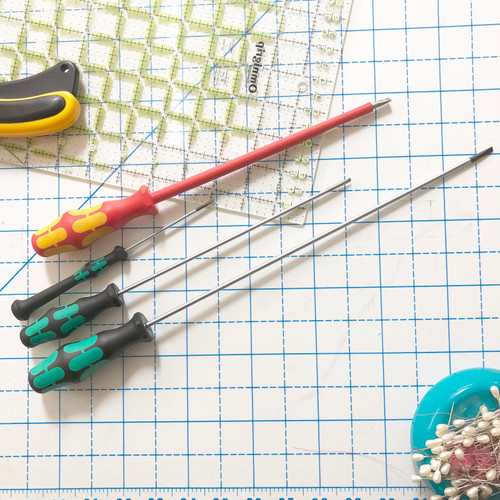 New Set of 4 High Quality Screwdrivers for Singer Featherweight 221/222