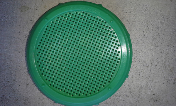 GREEN PLASTIC SPROUT LID TO FIT WIDE MOUTH MASON JAR BPA FREE (PRICE INCLUDES SHIPPING )