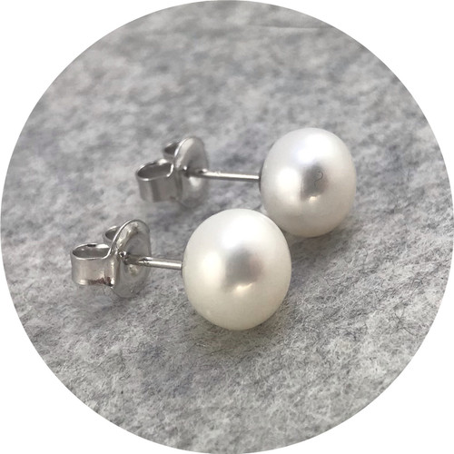 KIN - 'White Button Pearl Studs', Freshwater pearl, 925 silver