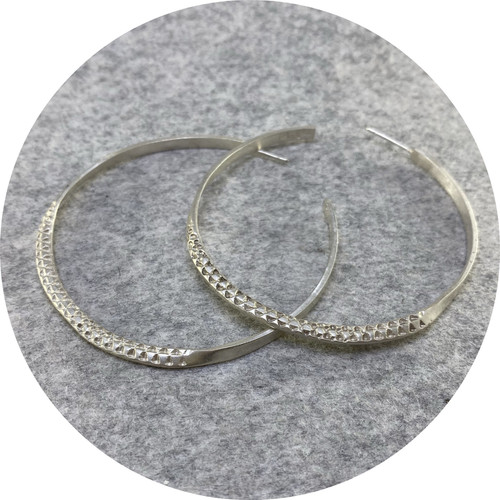 Georgie Brooks - 'Textura Large Hoop Earrings', 925 silver