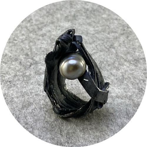 Radka Passianova - Discovery Ring oxidised 925 silver, pearl