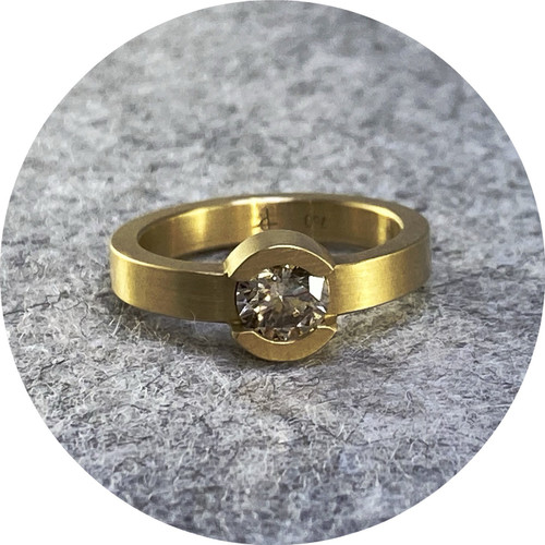 Phoebe Porter- Circular solitaire. 18ct yellow gold, round champagne diamond C1 vs2 0.71ct. size L1/2.