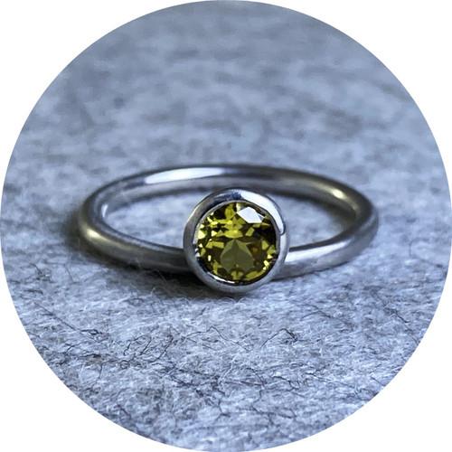 Ellinor Mazza - Solar Ring, platinum 950, Australian yellow sapphire