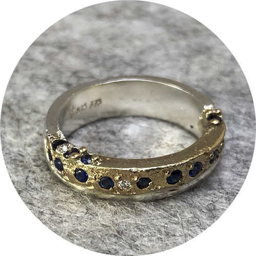 Kirra-Lea Caynes - Two-tone sand cast ring with sapphires and diamond, 9ct yellow gold, 925 silver, K.5