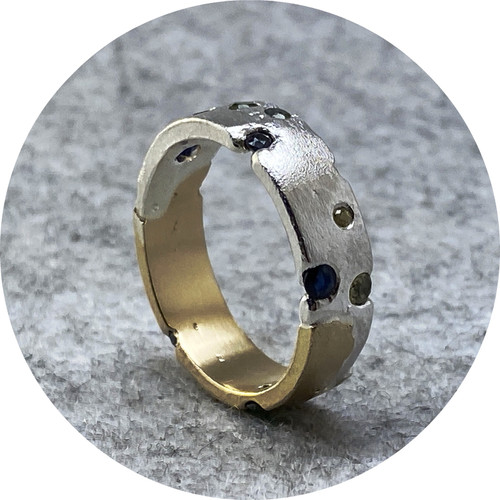 Kirra-Lea Caynes - Wide two-tone sandcast ring, 925 silver, 9ct yellow gold, Australian sapphires