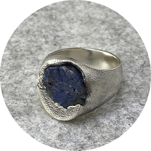 Kirra-Lea Caynes - Sandcast signet ring, 925 silver, Australian sapphire