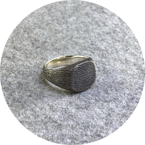 Amelie Atelier - 'Cedear Textured signet ring' sterling silver.