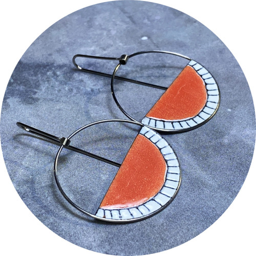 Sarah Murphy - Open Arc Swingers (Watermelon and White), stainless steel, enamel