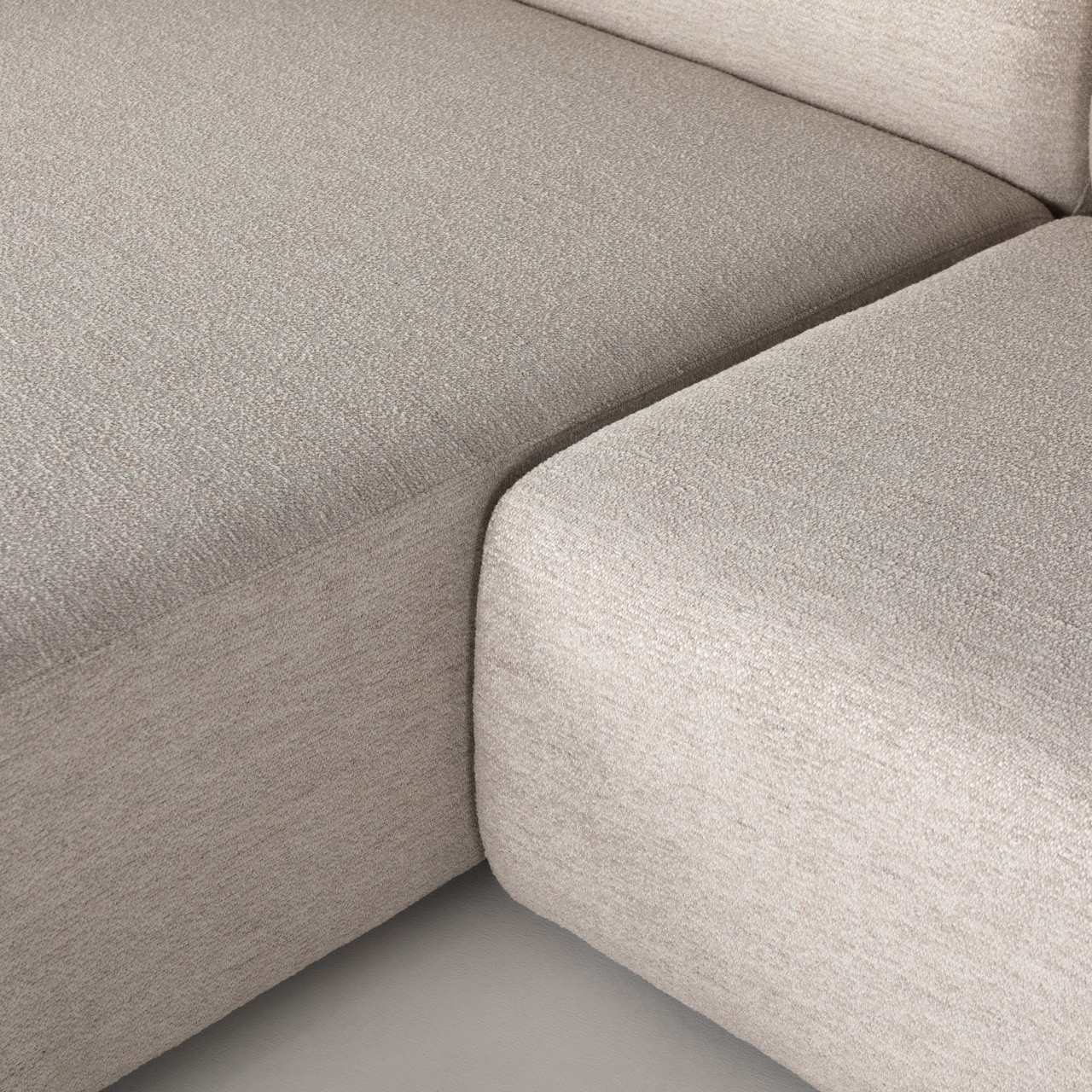 Lilette 2-pc Sectional w/Chaise