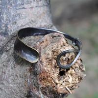 Brass black cuff with twist detail