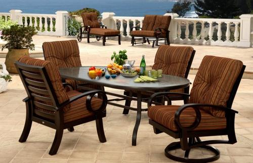 Mallin Casual, Eclipse Cushion Spring Swivel Lounge Chair