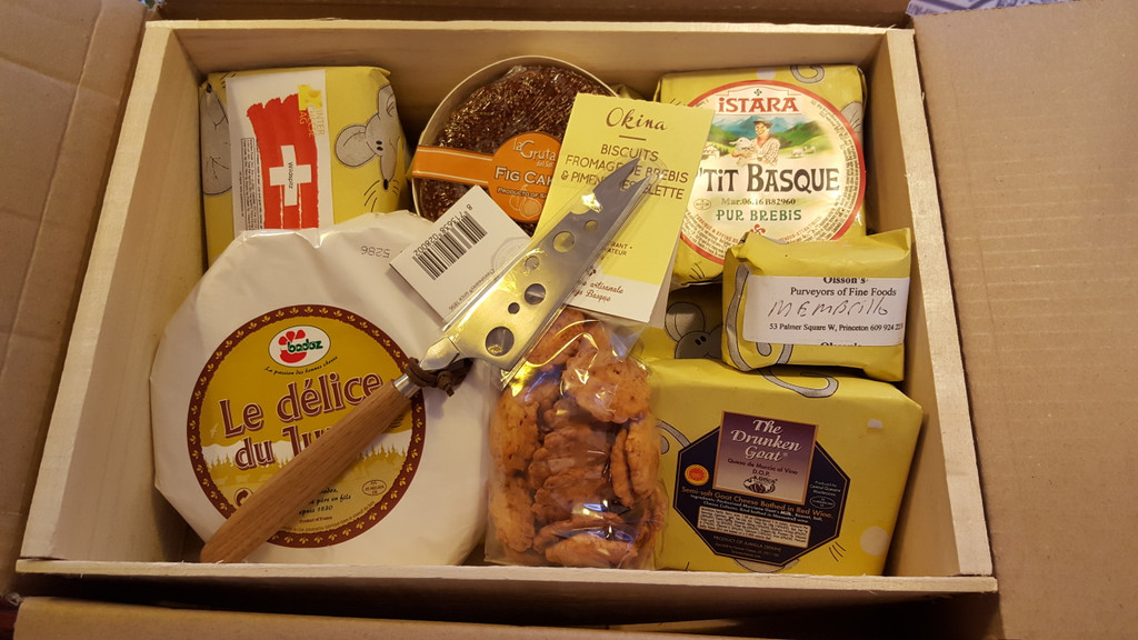 Cheesy Gift Basket Large
