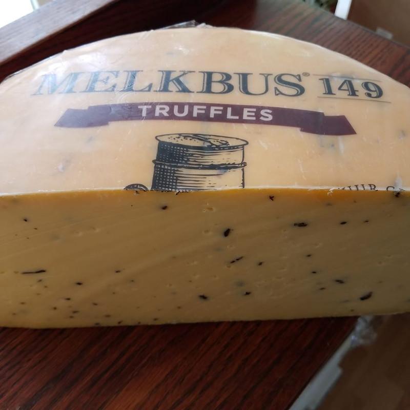 Melkbus 149 - Raw milk Gouda from a single farm with Black Truffle