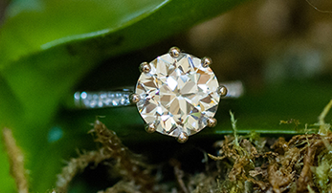 The Difference Between Vintage and Estate Jewelry
