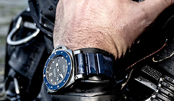 Diving into the Panerai Submersible 42mm