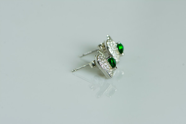 AamiraA 925 Sterling Silver Green Apple Stud Earrings