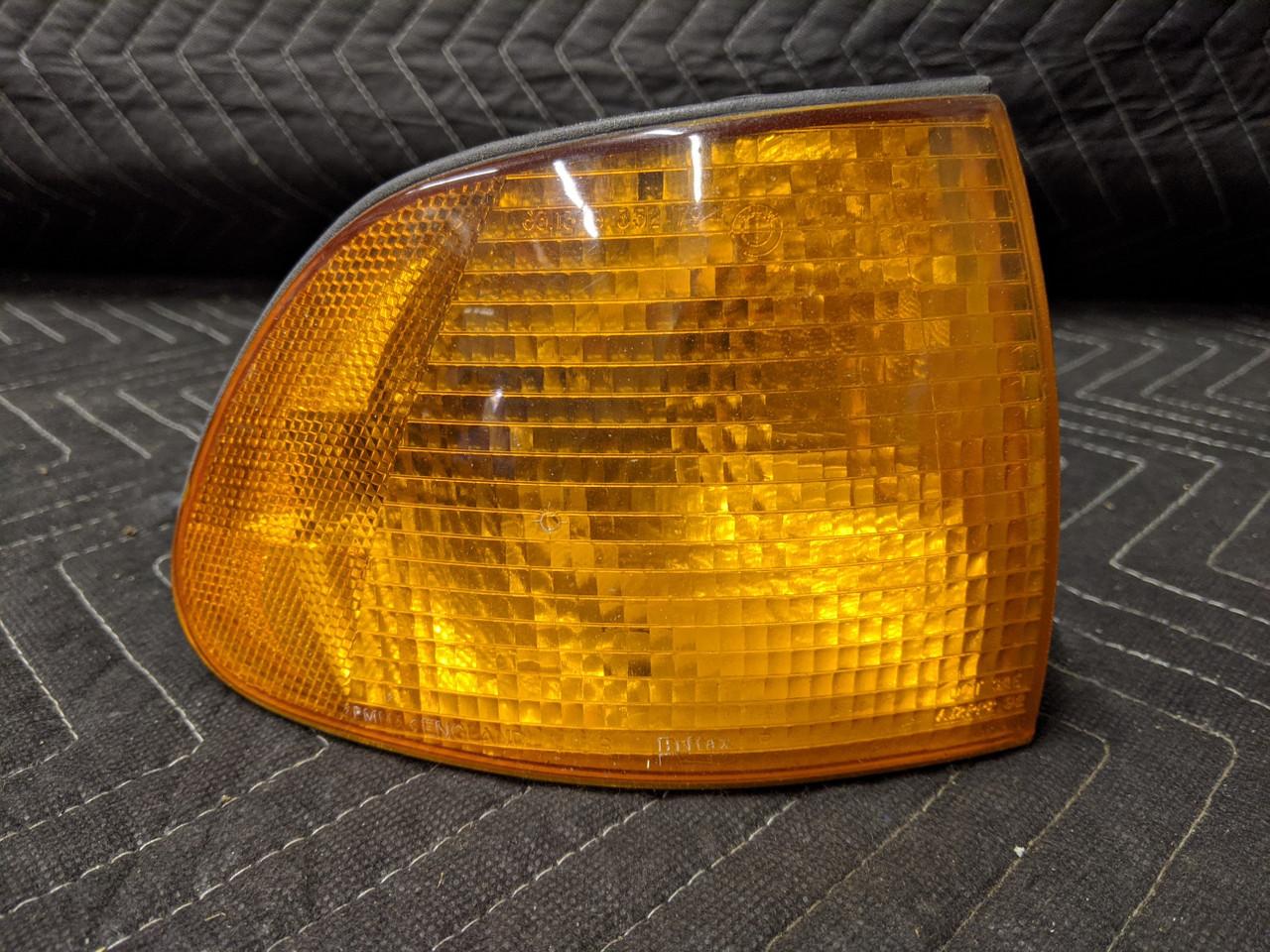 BMW E38 7-Series Front Turn Signal Marker Lens Right Passenger 63138352794