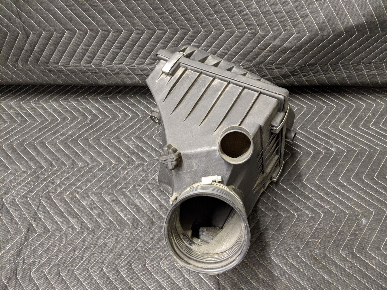 BMW E38 7-Series M62 Engine Intake Muffler 13711436613