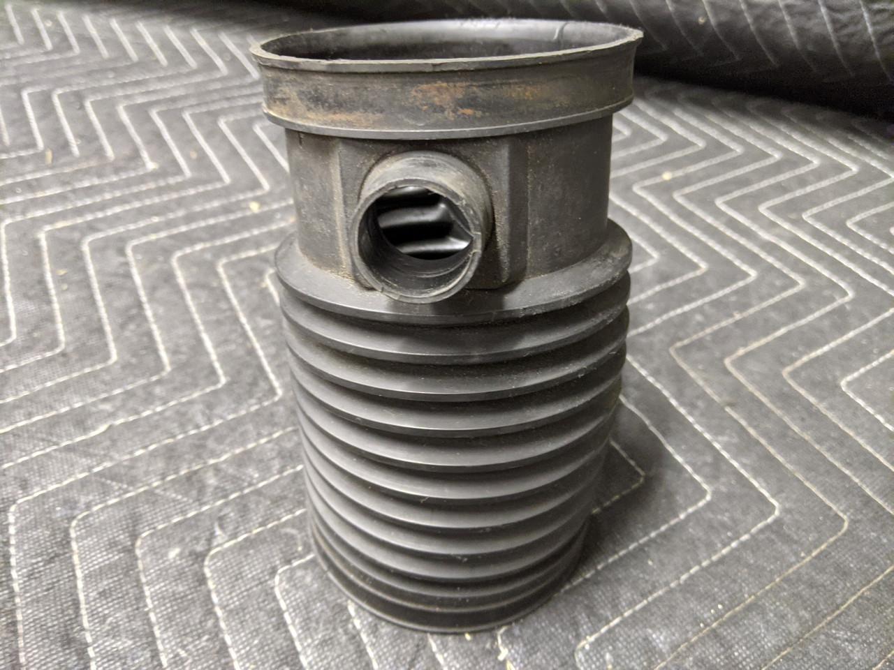 BMW E38/E39 5-Series 7-Series Rubber Intake Boot 13711432410