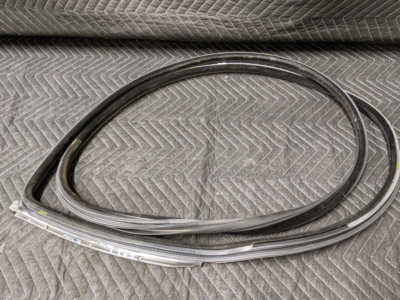 BMW E92 3-Series Coupe Door Weather Strip Left Driver 7119091