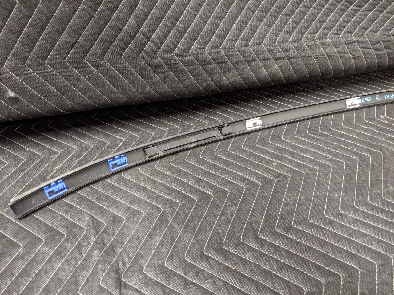 BMW E92 3-Series Coupe Roof Rail Trim Right Passenger Schwarz 2 7119708