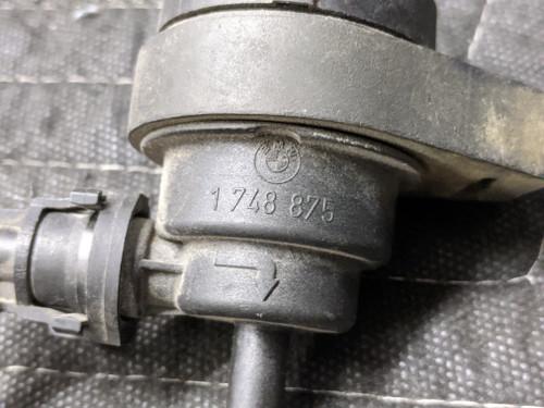 BMW E31/E36/E38/E39  Fuel Tank Breather Valve 13901748875