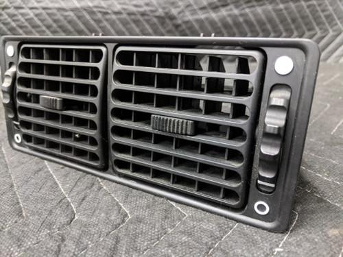 BMW E28 5-Series Center Dash Fresh Air Vent Grille 1367586