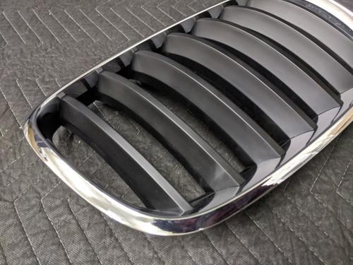 BMW E70/E71 X5 X6 Kidney Grill Right 51137157688