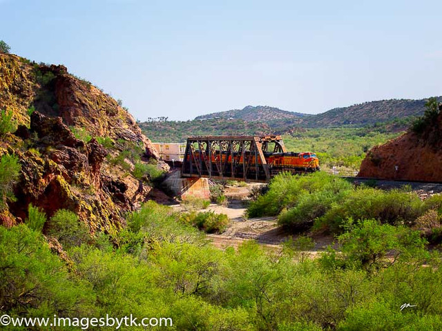 BNSF 7676 Crossing Hassayampa River - Arizona