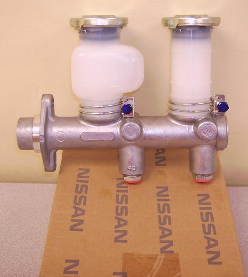 Brake Master Cylinder S30 240Z 260Z 280Z 46010-E8701 46010-E8702