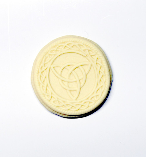 Celtic Knots needle minder cream
