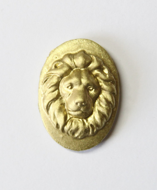 Magnificent Lions Head Needle minder - gold
