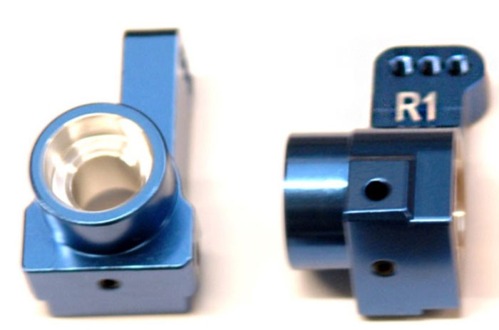 ST Racing CNC Machined Aluminum Rear Hub Carriers, 1 Deg Toe-In for DR10 - Blue, 91418-T1B
