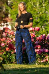 Daphne Pant in Royal Classic