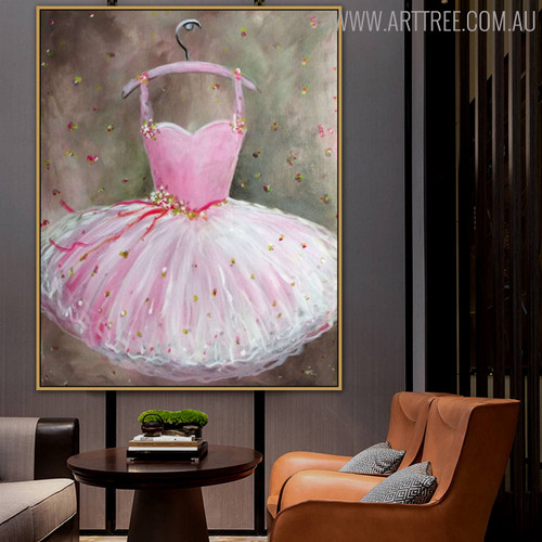 Gown Modern Framed Canvas Effigy for Interior Wall Flourish