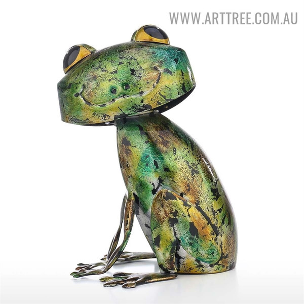 Frog Animal Modern Iron Material Sculpture for Sale