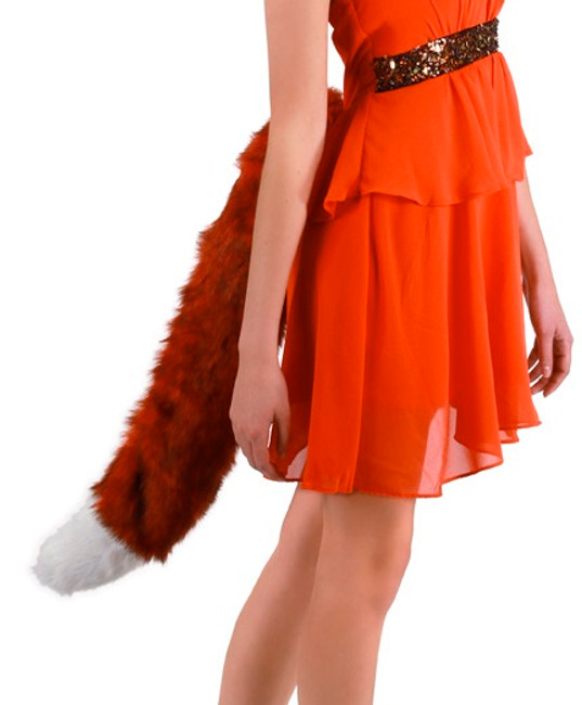 /deluxe-oversized-fox-tail/