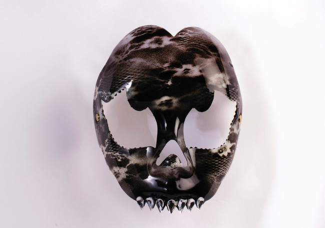/diamond-fang-mask-skull-print-black-and-white/