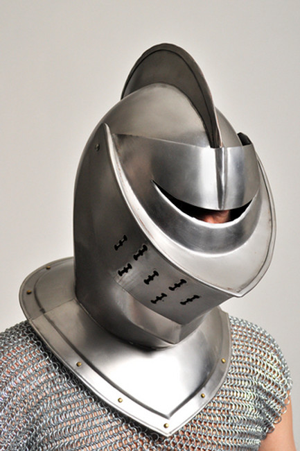 /closed-face-knight-helmet-armor/