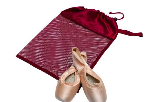 Burgundy mesh shoe bag